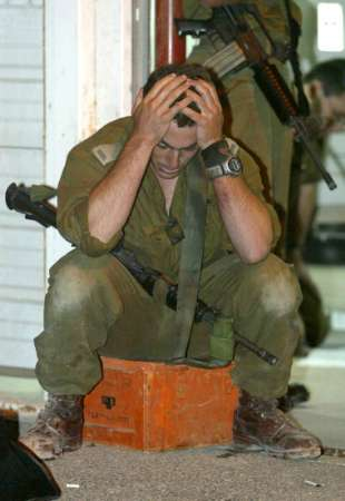 idf%20soldier%20mourns.jpg